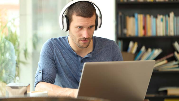 Why Earphone Is Not Connecting Accurately On A Laptop