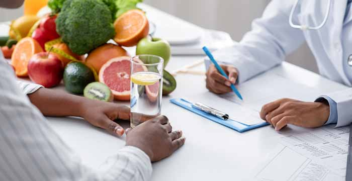 What is the Difference Between a Nutritionist and a Health Coach?