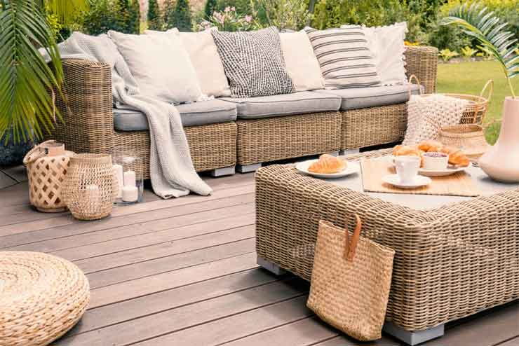 How to Spray Paint Wicker Furniture