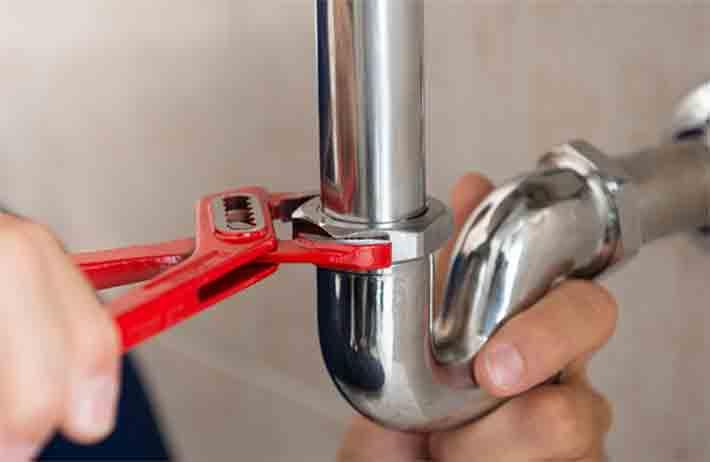 Identifying-and-Fixing-Plumbing-Leaks